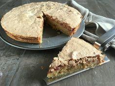 Makronkage (tvebakkekage) - skøn opskrift med hindbær - madenimitliv.dk Danish Dessert, Danish Food, Sweets Cake, Cupcake Cakes, Sweet Recipes, Cake Recipes, Cocktail Desserts, Sweet Bread, Cakes And More
