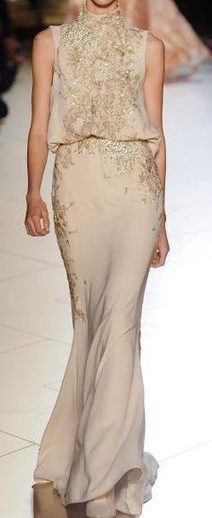Such a glamorous golden dress for a black tie party #wedding #dress #gold #goldwedding #blacktie