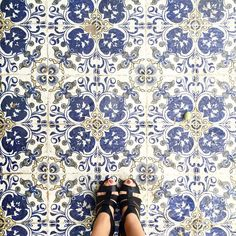 Finding beauty in unexpected places. #beirutfloors #ihavethisthingwithfloors #ihavethisthingwithtiles #ihaveathingwithfloors #fromwhereistand #carrelage #lookingdown #instagood #instadaily #tileaddiction #tiletuesday #viewfromthetop #fwisfeed #selfeet #tiletheworld #iamafloor #feetmeetfloors #interiordesign #architecture #shoes #colors #blue #heels #old #beirut #lebanon #tiles #floors by beirutfloors