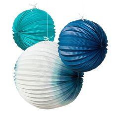 Diese Lampions in strahlendem Blau sind ideal für eine maritime Traumhochzeit am Strand!