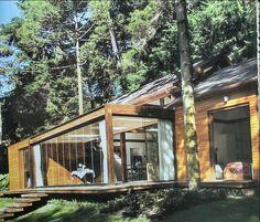 Casa de madeira no campo