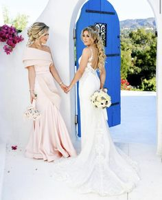 All girls need their bestie on their big day💕 Double Tap TAG your girls✨ . Santorini Estate📍 Book your 2020 wedding engagement photos! Click the link in our bio for bookings👆🏻 Wedding Dress Prices, Boho Wedding Dress, Wedding Shoot, Wedding Engagement, Wedding Ceremony, Wedding Dresses, Bouquet Wedding, Wedding Nails, Engagement Photos