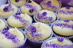 purple velvet cupcakes with cream cheese icing. like the way the sprinkles go on. Purple Desserts, Desserts To Make, Delicious Desserts, Purple Velvet Cupcakes, Velvet Cake, Blue Velvet, Purple Food, Blue Food, Cupcake Tower Wedding