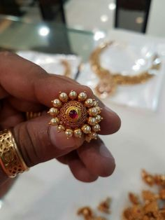 Prathima Gold Jhumka Earrings, Gold Earrings Designs, Gold Jewellery Design, Diamond Earrings, India Jewelry, Temple Jewellery, Antique Jewelry, Beaded Jewelry, Gold Jewelry