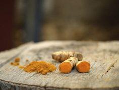 Kurkuma ma wiele innych nazw. Czasem mówi się na nią także ostryż, szafranica bądź żółcień.