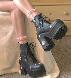 37 Style Outfit Source by yourfashionideas de mujer botas Dr Shoes, Goth Shoes, Me Too Shoes, Goth Platform Shoes, Grunge Shoes, Aesthetic Shoes, Aesthetic Clothes, Aesthetic Style, Mode Ulzzang