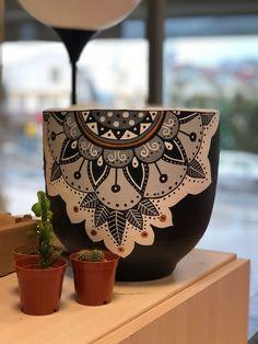 Flower Pot Art, Flower Pot Design, Painted Plant Pots, Painted Flower Pots, Mandala Painting, Container Flowers, Potted Plants, Planters, Pottery