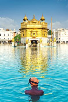 Golden Temple in Amritsar | Best Places To Visit In India Plus Things To Do | via @Just1WayTicket | Photo © somchaisom/Depositphotos