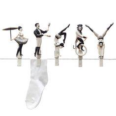 Pegzini Family / サーカスの綱渡りしてる洗濯バサミ