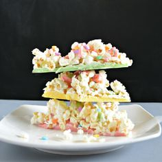 White Chocolate Popcorn Brittle - Super easy movie night treat that kids of all ages will enjoy.
