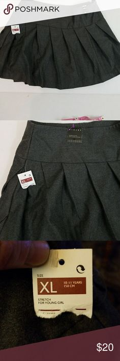 Co school girl skirt pleated 💖charcoal Gray with cute diagonal pleats. Side zip. Adorable skirt for a junior. Sisley Skirts Mini
