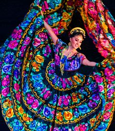 El folclore mexicano Ballet Folklorico - performed at the Palace of the Fine Arts in Mexico City. Mexican Art, Mexican Style, Mexican Heritage, Hispanic Heritage, We Are The World, People Of The World, Ballet Folklorico, Folklorico Dresses, Ballet Dancers