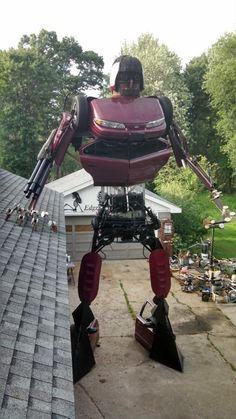 A 23-foot-tall home-made Transformer is the world's most intimidating lawn ornament | The Verge
