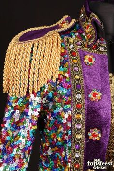 Carnavalsjas Dames Nair al Saif verlichting Festival Coats, Festival Outfits, Carnival Costumes, Dance Costumes, Burning Man Outfits, Love Fashion, Fashion Trends, Military Fashion, Costume Design