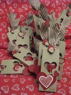 30 DIY Gift Wrapping Examples for Valentine's Day . why happy valentines day Valentine Day Love, Valentine Day Crafts, Valentine Decorations, San Valentin Ideas, Stampin Up Weihnachten, Little Gifts, Diy Gifts, Handmade Gifts, Holiday Cards