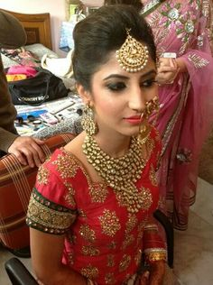 Quick Easy Indian Bun Hairstyles For Saree Anarkali Lehnga Party - - Soft, shiny, silky and well-groome. Quick Easy Indian Bun Hairstyles For Saree Anarkali Lehnga Party - Quick Hairstyles, Elegant Hairstyles, Hairstyles For School, Headband Hairstyles, Woman Hairstyles, Bridal Hairstyles, Hairstyle Ideas, Anarkali, Lehenga