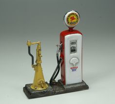[Fuel machine and oil pump]. 1/25 scale