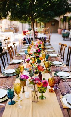 Add a Splash of Color to Your Wedding Tables With These Vintage-Inspired Glasses