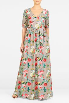 Graphic flying birds pattern our soft crepe midi dress, styled with a curved… Summer Formal Dresses, Modest Dresses, Simple Dresses, Floral Dresses, Maxi Dresses, Modelos Fashion, Printed Gowns, Dress Making Patterns, Travel Dress