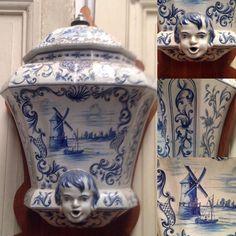fontaine en faience de delft ,motif central moulin,tête de mouflon . XX siècle .