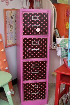 Now that's a filing cabinet! Pink & Brown File Folder Storage Organizer
