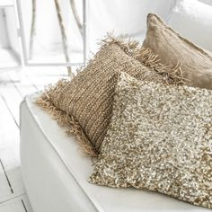 Pailletten Kissen in Gold mit 40x40cm im Bohemian Stil | von Bazar Bizar Interior Styling, Interior Design, Textiles, Scandinavian Interior, Luxury Living, Soft Furnishings, Cushion Covers, Home And Living, Living Rooms