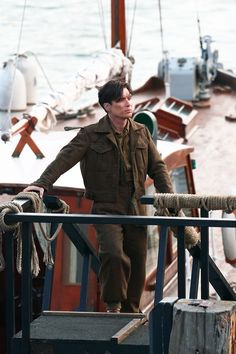 All aboard! On the set of Dunkirk, July 28 2016 Cillian Murphy Movies Showing, Movies And Tv Shows, Dunkirk Cast, Dunkirk Movie, Cillian Murphy Peaky Blinders, War Film, Adventure Style, Christopher Nolan, Pretty Men