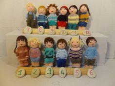 Petites poupées tricotées, jouet traditionnel en laine. Filles et garçons. de la boutique lafabriquedeCadot sur Etsy