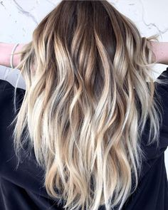 Three words: High-contrast blonde balayage. When we spotted this dreamy, dimensional masterpiece on Instagram we had to get the deets STAT. Want to learn how to create this stunning blend? Keep scr� Brown Hair With Blonde Highlights, Brown Ombre Hair, Brown Hair Colors, Brown Bayalage, Baylage Short Hair, Blonde Highlights On Brown Hair, Long Choppy Hair, How To Bayalage Hair, Fall Hair Colors