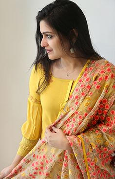 Salwar Designs, Kurta Designs Women, Kurti Designs Party Wear, Blouse Designs, Indian Designer Outfits, Designer Dresses, Dress Indian Style, Indian Wear, Sleeves Designs For Dresses