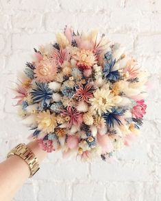 🌸FLOWER POWER🌸 soft, sweet with a hint of wild makes for a unqiue bouquet!🌸FLOWER POWER🌸 soft, sweet with a hint of wild makes for a unqiue bouquet! Deco Floral, Arte Floral, Floral Design, Wedding Bouquets, Wedding Flowers, Flower Bouquets, Diy Flower, Flower Types, Flower Ball