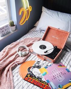 Best Ideas For Room Decor Aesthetic Retro Dream Rooms, Dream Bedroom, Dream Teen Bedrooms, My New Room, My Room, My Cinema Lightbox, Room Goals, Aesthetic Bedroom, House Rooms