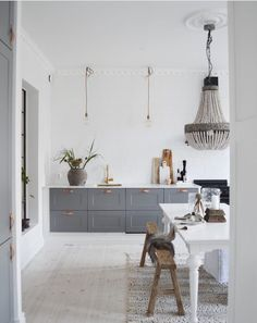 46 Simple Modern Scandinavian Kitchen Inspirations - 2020 Home design Ikea Kitchen Design, Modern Kitchen Design, Home Decor Kitchen, Kitchen Interior, Diy Kitchen, Kitchen Ideas, Kitchen Trends, Modern Farmhouse Kitchens, Rustic Kitchen