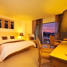 World Luxury Hotels award winning Hotel in Bangkok. Located on the bank of famous Chao Praya river with amazing view of the bangkok river. Website: www.navalai.com #navalairiverresort #navalai #navalaihotel #navalairesort #aquatinirestaurant #accommodation #artistic #awardwinner #thailand #travel #reception #riversideresort #riverside #riverbreeze #romantic #resort #igthailand #instatravel #instabangkok #igbangkok #khaosanroad #khaosan #luxuryhotel #luxury #bangkok #boutiquehotel