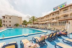 Aparhotel Ferrer Isabel Cala Bona Just a short walk from Port Roig beach, on the sunny island of Majorca, Aparhotel Ferrer Isabel offers excellent facilities for a family holiday in the sunshine, including a fresh water swimming pool.