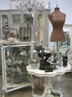 i will own this hutch and table...  #Vignettes Antiques
