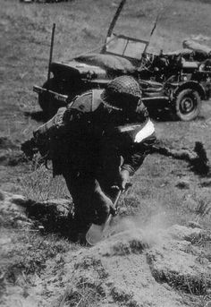 A Medic of the Infantry Divisions prepares a foxhole for the night. The photograph was taken a few days after D-Day, somewhere in the vicinity of Utah Beach. 4th Infantry Division, D Day Normandy, Combat Medic, Jeep Willys, Military Pictures, Medical Research, National Archives, World War One, Armies