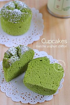 matcha yoghurt chiffon cupcakes (Happy Home Baking) : These matcha yoghurt chiffon cupcakes are put together with leftover egg whites from making some hollandaise sauce; the ever available low fat plain yoghurt in the fridge, plus a new can of matcha gre Matcha Cupcakes, Matcha Dessert, Matcha Cake, Matcha Chiffon Cake Recipe, Green Tea Dessert, Cupcake Recipes, Baking Recipes, Cupcake Cakes, Dessert Recipes