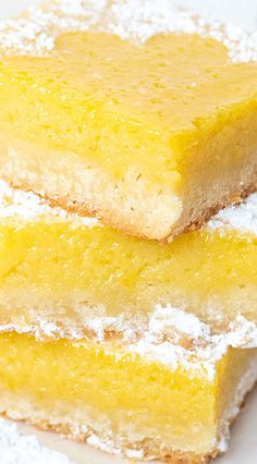 Bake these tart mango bars with a classic shortbread cookie crust for a sweet but tart homemade dessert this summer made with fresh mango puree! Tropical Desserts, Mango Dessert Recipes, Mango Recipes, Cupcake Recipes, Cookie Crust, Cookie Bars, Lemon Bars, Homemade Desserts, Sweets