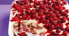 White Chocolate 'Berrymisu' - From its soft, flavour-soaked biscuit base layered with chocolate and cream through to its delectable berry topping, this dessert is an absolute knockout! Just Desserts, Delicious Desserts, Dessert Recipes, Yummy Food, Dessert Ideas, Cake Recipes, Cannoli, Cupcakes, Cupcake Cakes
