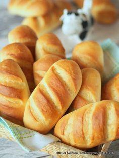 Domowe bułeczki mleczne - World Bread Day 2017 Good Healthy Recipes, Sweet Recipes, Breakfast Desayunos, Homemade Dinner Rolls, Homemade Scones, Kolaci I Torte, Good Food, Yummy Food, Healthy Breakfast Smoothies