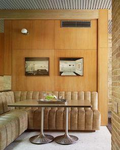 Tufted Bedroom Set Dining Room Midcentury with Aggregate Flooring Banquette Seating Black and White Photography Brick Walls High Ceiling Kitchen Banquette, Banquette Seating, Mid Century Living Room, Mid Century House, Ford Interior, Booth Seating, Booth Table, Cafe Seating, Alice