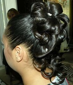Awesome Highly Pinned Bun with Drooping Curls – Wedding Hairstyle