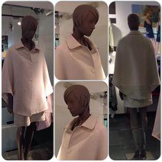 Look del día: Conjunto de capa y falda a juego en color rosa claro un modelo único e irrepetible.   Maria Colomo