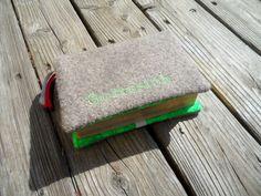 Gotteslob+Hülle+Walkloden+taupe+grün+von+Schnickel+und+Schnackel+auf+DaWanda.com