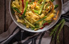 Παπαρδέλες με λαχανικά και λεμόνι Celery, Cabbage, Vegetables, Food, Veggies, Essen, Cabbages, Vegetable Recipes, Yemek