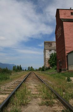Hear my train a comin' - Creston, BC May 2016 (Twila) Canadian Prairies, Beautiful Places To Live, O Canada, Quebec City, Rest Of The World, Amazing Destinations, British Columbia, Beautiful Pictures, National Parks