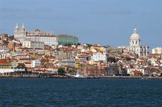 Lisboa, vista da outra margem do Tejo.