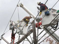 Out-of-town crews labor to restore power Florida utility workers traveled 1,100 miles and are working 16-hour days to get lights back on for area residents.
