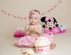 cake smash photography. baby pink minnie mouse
